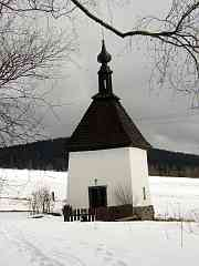Chapel in Sindlov - snapshot, link leads to a bigger picture